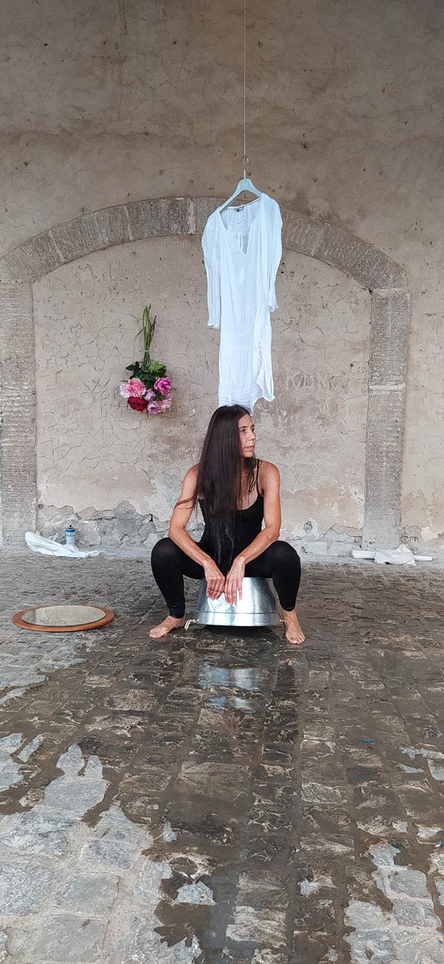 Performance di Beate Linne – Loggia dei Mercanti – 20 settembre 2020